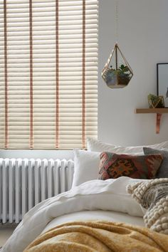 Add a stylish touch to your bedroom with our Fauxwood blinds in Soft Fossil. Featuring a wood effect grey texture with a warm taupe background, they're the perfect partner to both Scandi and contemporary design schemes.