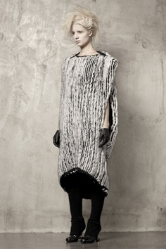 Uma-Wang-Knitwear-chunky-wool-dress-black-and-white-sweater-inspiration-back.jpg 533×800 pixels