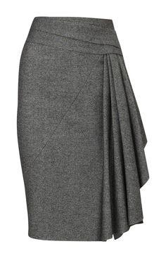 No me gusta la falda. Esa falda es gris con el pliegue.