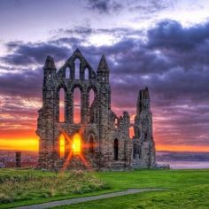 Whitby Abbey, a ruined Benedictine abbey overlooking the North Sea on the East Cliff above Whitby in North Yorkshire, England Beautiful World, Beautiful Places, Beautiful Pictures, Amazing Places, Beautiful Sunset, Places Around The World, Around The Worlds, Dissolution Of The Monasteries, Whitby Abbey