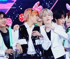 I know I have surely pinned this gif before but c'mon, it's Vmin clubbing at an award show, I'm not gonna NOT pin it again Seokjin, Hoseok, Namjoon, Hard Boy, All Bts Members, Bts Vmin, Kpop Couples, Korean Bands, About Bts