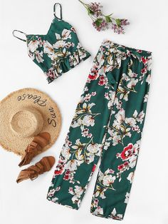 To find out about the Ornate Print Ruffle Cami & Pants PJ Set at SHEIN, part of our latest Two-piece Outfits ready to shop online today! Moda Fashion, Fashion News, Girl Fashion, Womens Fashion, Fashion Trends, Casual Outfits, Girl Outfits, Summer Outfits, Cute Outfits