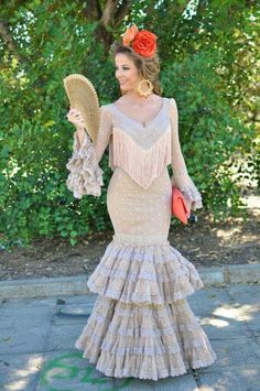 Hola Spanish Costume, Spanish Dress, Spanish Dancer, Fabulous Dresses, Beautiful Dresses, Gorgeous Dress, Spanish Fashion, Hair Decorations, Blonde Model