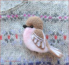 Купить Птичка-невеличка розово-бежевая брошь валяная войлочная шерстяная - бежевый, брошь птичка