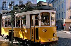 Elétrico 28 - Curva - Lisboa - Portugal
