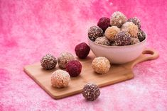 Bliss Balls: 6 Healthy Ways – Kayla Itsines Healthy Snacks To Make, Healthy Sweet Treats, Savory Snacks, Healthy Recipes, Eating Healthy, Delicious Recipes, Easy Recipes, Healthy Living, Clean Eating