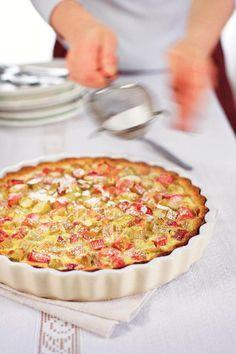 Raparperipiirakka // Rhubarb Pie Food & Style Saara Törmä Photo Mika Haaranen Maku 4/2006, www.maku.fi