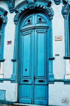 Tesoro No. 10 - Una puerta de color. Montevideo, Uruguay. By Lizette Salazar (lizette2012) via Flickr.com