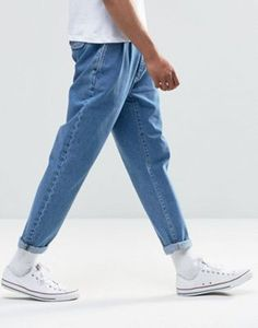 Buy ASOS DESIGN double pleat straight leg jeans in light blue at ASOS. Get the latest trends with ASOS now. Blue Jeans Outfit Men, Blue Jean Outfits, Stylish Mens Outfits, Casual Outfits, Men Casual, Fashion Outfits, Casual Styles, Streetwear Mode, Streetwear Fashion