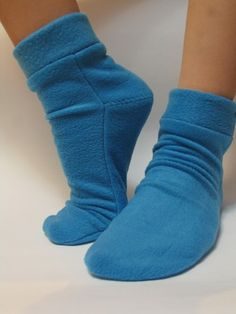 Sewing Lessons, Sewing Hacks, Shoe Crafts, Sewing Crafts, Sewing Clothes, Diy Clothes, Sewing Slippers, Fleece Socks, Pajama Pattern