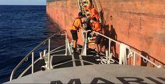 Elementos de la Armada evacúan a tripulante filipino enfermo