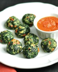 Low FODMAP Vegetarian Recipe and Gluten Free Recipe - Spinach balls with roasted red pepper sauce http://www.ibscuro.com/low_fodmap_vegetarian_recipe_spinach_balls_red_pepper_sauce.html