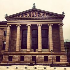 It is normally wise to visit the Philadelphia Museum of Art as early as possible - before the tourists arrive! Also, the lines are nonexistent and getting a virtual tour iPod is quicker and easier.