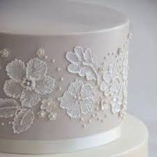 Champagne Lustre Wedding Cake with Brush Embroidery Wedding Cake Icing, Wedding Cakes With Cupcakes, Wedding Cake Designs, Cupcake Cakes, Ocean Birthday Cakes, Pretty Birthday Cakes, Brush Embroidery Cake, Royal Icing Cakes, Cake Piping