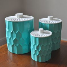 Vintage honeycomb canisters in aqua Vintage Canisters, Kitchen Canisters, Vintage Dishes, Vintage Kitchen, Kitchenware, Kitchen Containers, Storage Canisters, Kitsch, Aqua
