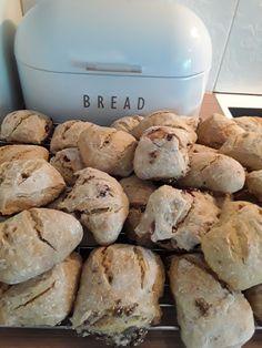 Hapanjuuri sämpylöitä Bread, Food, Brot, Essen, Baking, Meals, Breads, Buns, Yemek