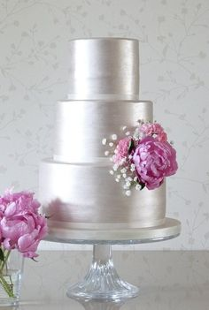 Silver wedding cake with peony accent. Wedding Cakes from Rachelle's - MODwedding