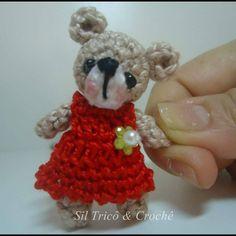 #Boatardee ! Hoje minha manhã foi dedicada a fazer esta fofurinha de mini ursinha   #amigurumi #crochetando #amomuitomeutrabalho #muitoamorenvolvido  #crochecomamor #crochecomcarinho  #crochet #amigurumis #bearamigurumi  #ursinhafofa  #feitoamao  #feitacomamor  #handmadetoy  #amigurumitoy #handcraft #artesanato #semprecirculo #cutecrochet #cute #amomuito #amocrochetar by siltricoecroche