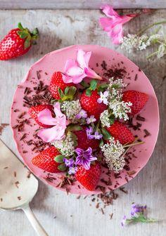 vegan oilfree strawberry cheesecake top down