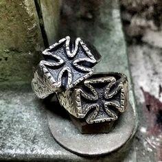 신상 old patee cross rings. 실버 브라스 두가지 버젼으로 진행됩니다. #pateecross #cross #crossring #silverring #ironcross #ring #silversmith #waxcarving #sculpture #handmade #accessory #metalwork #jewellery #fashion #skullart #gothic #goth #punk #rock #biker #tattoo #petrichor #핸드메이드 #반지 #악세사리 #금속공예 #금속세공 #페트리커 by annwfn1027