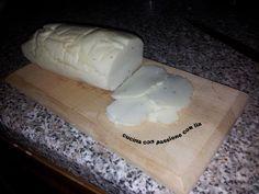Formaggio veg - Per realizzare un bel formaggio grandezza galbanino più o meno occorre: 300 ml di latte di soia 3 bei cucchiai di panna vegetale 90 gr di amido di mais 3 c