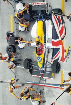 Pit stop da Williams do inglês Nigel Mansell. Sports Car Racing, Sport Cars, Race Cars, Nigel Mansell, Formula 1 Car, Formulas, Car And Driver, Grand Prix, Cool Cars