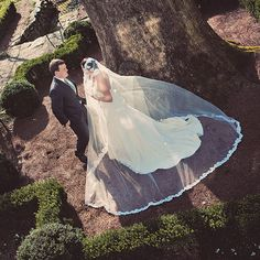 This veil is incredible. Click through to see the rest of this couple's wedding day. Jessica Horwitz Photography.