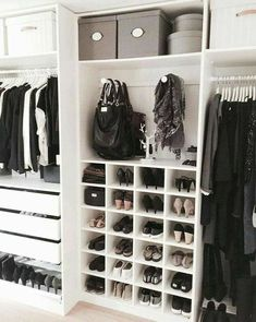 10 Ide desain lemari © 2018 Pinterest