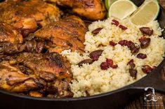 Pui cu migdale si cuscus este o reteta absolut fantastica, de influenta marocana, un cuscus aromat cu migdale, merisor si alte cele condimente si un pui rumenit la cuptor. Simply Food, Simply Recipes, Tandoori Chicken, Carne, Meat, Ethnic Recipes