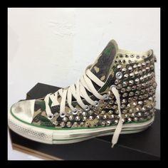 #allstar #malteselab #borchie #borchiate #studs #skull #starsbars #ilmalteselab #ilmaltese #malteselab #instapic #shoes #fashion #moda #vogue #carpi #picoftheday #modena #fluo #converse #proleather #teschi #nike #blaze