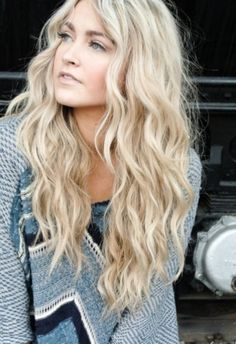 Beach Curls Tutorial - she has lots of great hair video tutorials (beach wave hair tutorial it works) Lange Blonde, Beach Wave Hair, Long Beach Waves, Waves For Long Hair, Beach Waves Hairstyle, Lose Waves Hair, Wavy Hair With Layers, Lose Curls Long Hair, How To Wave Hair