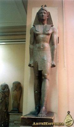 Estatua de Alejandro Magno. El Cairo, Museo Egipcio.
