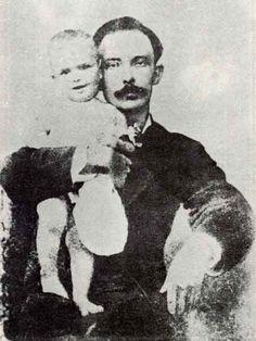 Martí con su hijo José Francisco Esta cincografía de Martí con su hijo José Francisco, fue hecha probablemente en New York, 1880.