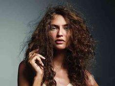KabarıkSaçlar, saçların kabarıklığı genetik bir durumdur, Kabarık Saçlar kullanımı zor bir saçtır yıkandığı zaman hep karışık ve dağınık gözükür.