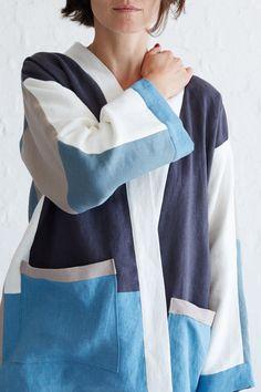 This ultra trendy patchwork kimono jacket is a fun way to play around with your imagination and utilize some scraps of fabric to create something totally unique Kimono Shrug, Kimono Coat, Kimono Pattern, Jacket Pattern, Kimono Tutorial, Kimono Fashion, India Fashion, Japan Fashion, Clothing Patterns