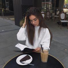 "Polubienia: 17.3 tys., komentarze: 86 – Veronica Marie (@vmarievv) na Instagramie: ""The idea that we are so capable of love but still choose to be toxic. milk and honey, rupi kaur"""