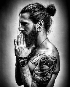 Visit www.beardsaresexy.com to have your photo posted. (link in bio) Combine your sexy beard with a killer hairstyle, follow @sexyhairstylemen Model: @philbottenberg Photographer: @crimsondigital