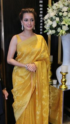 Diya Mirza in yellow saree Trendy Sarees, Stylish Sarees, Saree Blouse Patterns, Sari Blouse Designs, Dress Indian Style, Indian Dresses, Indian Wedding Outfits, Indian Outfits, Moda Indiana