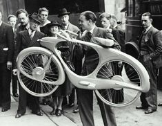 """Benjamin Bowden created 'Spacelander', the first electric bicycle, for the """"Britain Can Make It"""" exhibition in The bike was equipped with a dynamo that stored the downhill energy and released it on uphill runs. Velo Vintage, Vintage Bicycles, Vintage Cars, Vintage Motorcycles, Retro Bicycle, Pimp Your Bike, Design Industrial, Custom Choppers, Old Bikes"""
