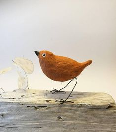 Check out this item in my Etsy shop https://www.etsy.com/no-en/listing/572971878/little-brown-bird-of-paperclay-and-metal