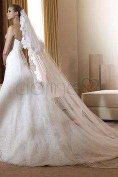 292,59€ Spitze Lace A-Linie bodenlanges trägerloses klassisches & zeitloses Brautkleid mit Schleier