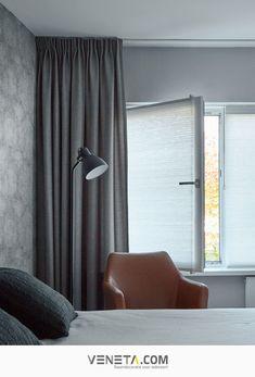 Geluidswerende gordijnen zijn ideaal als je aan een drukke straat woont of overdag wil slapen. Gelukkig hoeven ze niet saai te zijn, Veneta.com heeft de mooiste gordijnen die geluidswerend, isolerend en verduisterend zijn. Kies voor zwart, wit, groen of taupe. Zo passen onze gordijnen altijd bij jouw interieur. | Raambekleding | Decoratie | Woon ideeën Curtains, Home Decor, Blinds, Decoration Home, Room Decor, Draping, Home Interior Design, Picture Window Treatments, Home Decoration