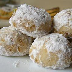 Snowball Christmas Cookies {best ever} Baking Recipes, Cookie Recipes, Dessert Recipes, Desserts, Cake Cookies, Cupcake Cakes, Pecan Cookies, Shortbread Cookies, Mexican Food Recipes