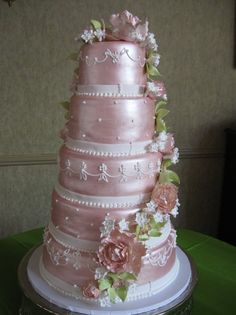 This is a stunningly beautiful cake!! I especially love the satin look it has...K♥