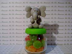 Sucesso Garantido! Encantador Elefante em biscuit, ótima opção para lembrancinha de nascimento ou aniversário. Tamanho: 12 cm Não acompanha as belas de goma. R$6,00