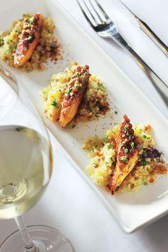 Tabulé de quinoa con pulpo Salad Presentation, Luxury Food, Peruvian Recipes, Fusion Food, Xmas Food, Valentines Food, Best Appetizers, Seafood Dishes, Food Design