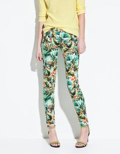 Celebrities who wear, use, or own Zara Printed Trousers. Also discover the movies, TV shows, and events associated with Zara Printed Trousers. Floral Jeans, Printed Trousers, Dress For Success, Easy Wear, Trends, Skinny Legs, Get Dressed, Dressing Rooms, Colors