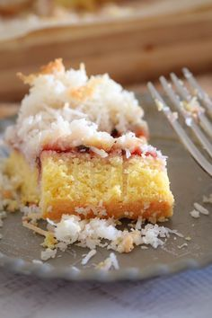 A delicious twist on a classic favourite. this 4 layered Coconut, Passionfruit & Raspberry Jam Slice is even better than the original! Delicious Desserts, Yummy Food, Sweet Desserts, Coconut Slice, Bakers Gonna Bake, Australian Food, Lunch Box Recipes, Cafe Food, How Sweet Eats