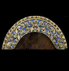 Indonesia ~ Java | Comb; gilt silver, 'intan' diamonds, horn | Late 19th - early 20th century