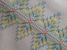 Huck Towels, Swedish Weaving, Bargello, Easy Diy Crafts, Hand Embroidery, Quilts, Shower, Blanket, Rugs